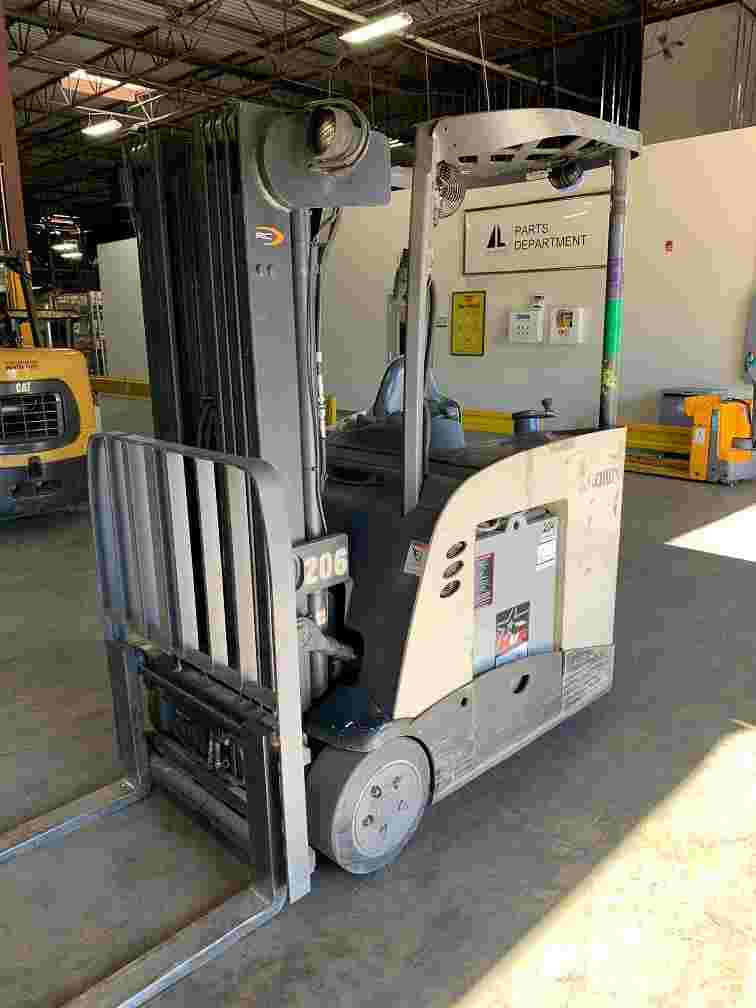 Crown RC5540-40 electric narrow aisle 4000lb stand up rider counterbalanced warehouse forklift