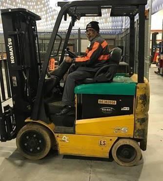 Komatsu FB25SHU-6 electric 4 wheel wheel sit down rider 5000lb warehouse forklift