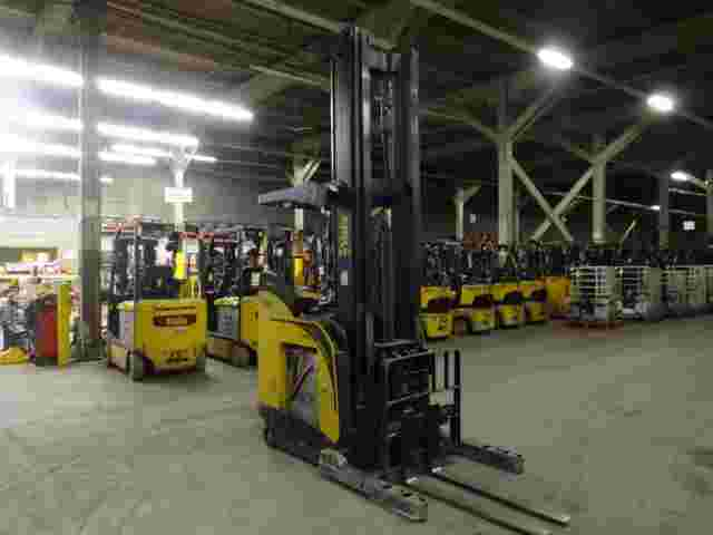 Yale NDR035EBNL36TE138 electric 3500lb narrow aisle stand up rider double reach warehouse forklifts
