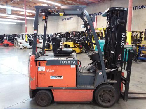 Toyota 8FBCU32 electric 4 wheel sit down rider 6500lb warehouse forklifts