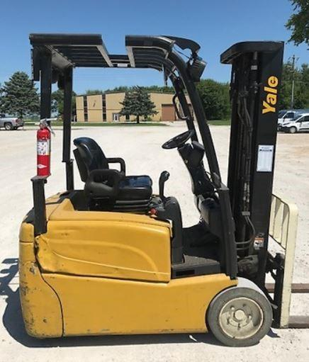 Yale ERP035VT electric narrow aisle 3500lb sit down rider 3 wheel warehouse forklift