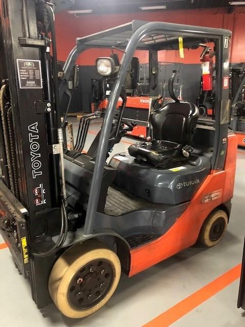 TOYOTA 8FGCU25 5000lb cushion solid tire propane fuel warehouse forklift