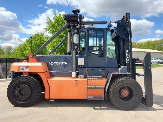 TOYOTA THD2200-24 11 ton 22,000lb pneumatic tire diesel fuel outdoor forklift