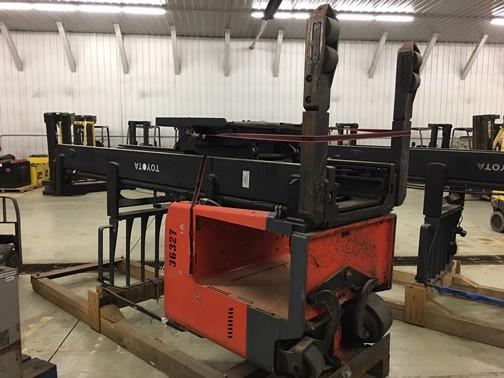 Toyota 9BDRU15 electric narrow aisle stand up rider 3000lb double reach warehouse forklifts