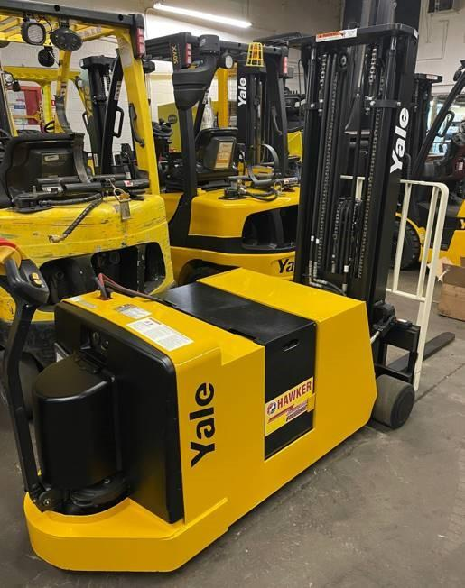 Yale MCW040 electric walk behind counterbalanced 4000lb warehouse stacker forklift