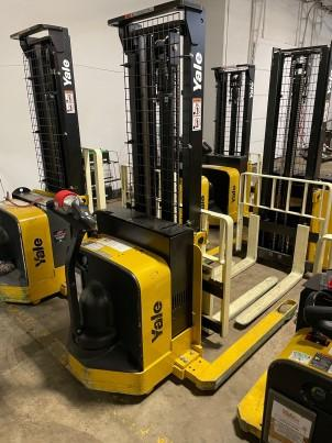 Yale MSW025 electric narrow aisle walk behind 2500lb straddle stacker forklifts