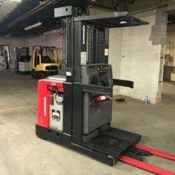 Raymond 520OPC30TT electric narrow aisle 3000lb stand up rider order picker warehouse forklifts