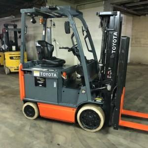Toyota 8FBCU20 4000lb electric 4 wheel sit down rider warehouse forklift