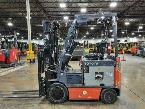 Toyota 8FBCU25 electric 4 wheel sit down rider 5000lb warehouse forklift
