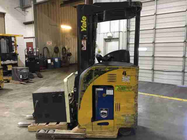 Yale NR040 electric narrow aisle 4000lb stand up rider reach truck