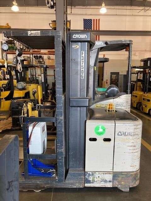 Crown SP3505 electric narrow aisle 3000lb order picker warehouse forklifts