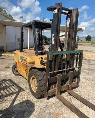 Cat DP40L 9,000lbs 4.5 ton diesel fuel pneumatic tire outdoor forklifts