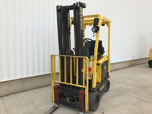 Hyster E40XN electric 4000lb sit down rider warehouse forklift with cushion solid tires