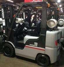 Nissan MCP1FA25LV CF50LP 5000lb solid cushion tire propane fuel warehouse forklift
